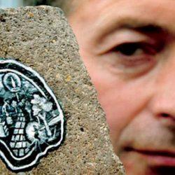 «رجل العلكة» يدمج الفن بإعادة التدوير في لندن
