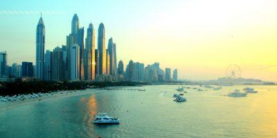 """السعودية في مواجهة دبي.. منافسة تجارية خليجية تدفع شركات للخروج من الإمارة """"البرّاقة"""" نحو الرياض"""