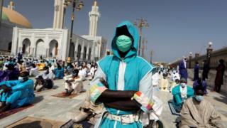 """صحف اليوم :عيد الفطر في ظل القواعد المقيدة و""""محاكمة تاريخية"""" لنتنياهو"""