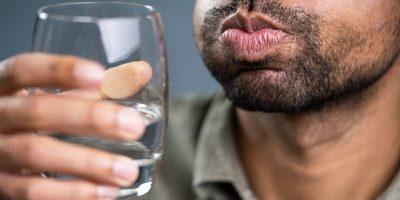 الغرغرة بالماء المملح علاج كاف لكورونا يقلل من الاعراض ويقصر المرض
