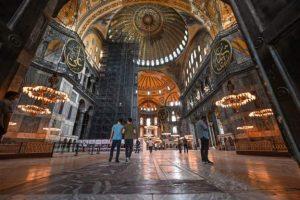 المسجد والكنيسة والمتحف.. آيا صوفيا كيف تغيرت تاريخياً وسياسيا؟والبابا فرنسيس يكسر صمته