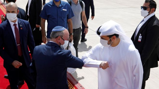 """""""مخاوف فلسطينية""""من تبعات تطبيع العلاقات بين دول عربية وإسرائيل، وانقسام حول كيفية التصدي لموجة """"كورونا"""" الثانية"""