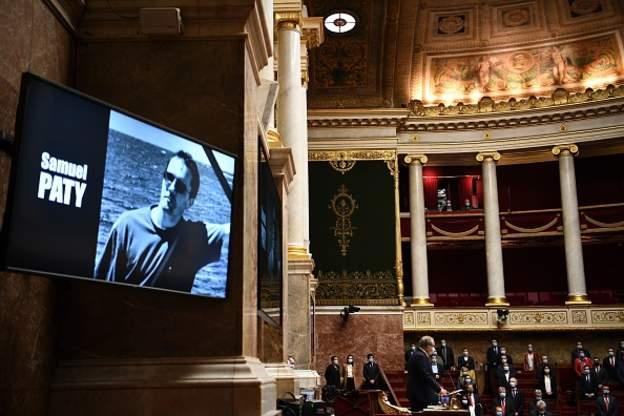 صحف اليوم:فرنسا تكرم المدرس الذي عرض رسوما مسيئة للنبي محمد وطرفا الصراع في ليبيا يتفقان على فتح ممرات برية وجوية،