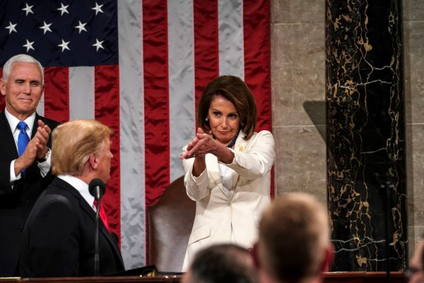 وداعا ترامب.. 15 صورة مثيرة للجدل للرئيس المنتهية ولايته