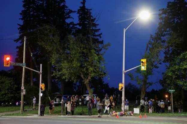 """صحف:تفاصيل مقتل عائلة كندية مسلمة في هجوم """"متعمد"""" بشاحنة و ماكرون يتعرض للصفع"""