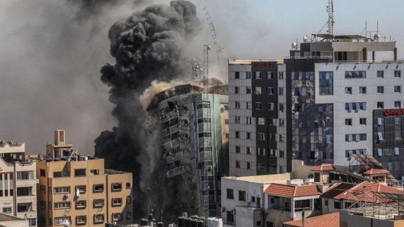 """""""الإندبندنت """"أشد الليالي دموية في الهجمات الإسرائيلية على غزة و 10 آلاف جنيهإسترليني لتهريبكمن تركياإلى بريطانيا"""