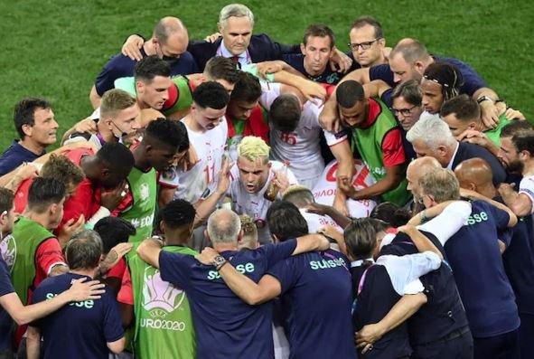 سويسرا تفعلها وتقصي فرنسا، تأهل مثير لاسبانيا، فوز الارجنتين والأوروغواي
