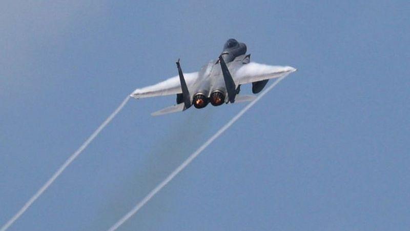 """القصف الأمريكي: هل ضرب مواقع للحشد الشعبي في العراق وسوريا """"إنذار"""" لطهران؟"""