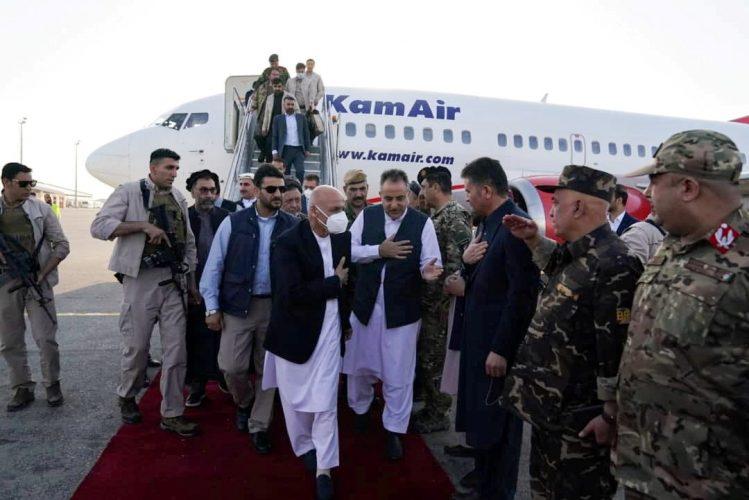 """صحف: طالبان تقترب من العاصمة كابل والحكومة الأفغانية تعرض عليها تقاسم السلطة،و""""جنرال مطلوب بتهمة الإرهاب"""" وميدالية ذهبية لبطلة يابانية بعد الأولمبياد"""