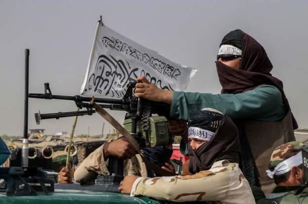 صحف:{طالبان المعتدلة} أمام الامتحان الدولي كبار قادة طالبان في طريقهم إلى كابل، ومحتجون في جلال آباد يزيلون علم الحركة، والنساء في العاصمة يتظاهرن دفاعا عن المكتسبات