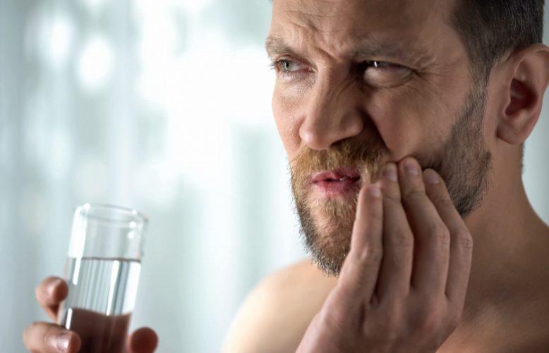التهاب الفم واللثة قد يصيبك بالزهايمر..فكيف تتجنبه