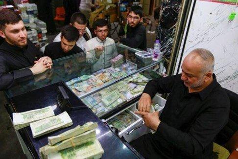 الذهب يرتفع لأعلى مستوى في 7 سنوات والصرافون في العراق يرفعون سعر الدولار!