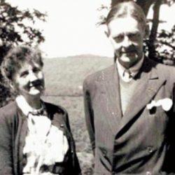 رسائل إليوت إلى حبيبة مجهولة بعد 50 سنة ومساءلة ماضٍ يرفض الانزواء و«رسالة حب بخط مسماري» رواية تشيكية