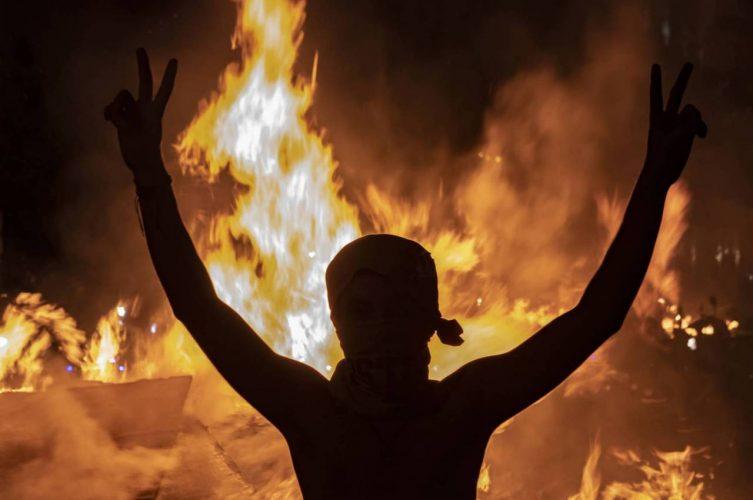 صدامات بين محتجين وقوى الأمن واللبنانين في الشوارع بسبب زيارة بوتين لدمشق!!!