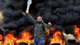 """لبنان: ليلة ثانية من الاشتباكات العنيفة في """"أسبوع الغضب"""" ومخاوف من """"الإفلاس"""" بسبب التأزم"""