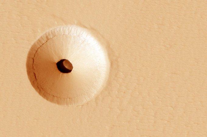 """كهف في كوكب المريخ """"قد يحتوي على حياة خارج الأرض"""""""