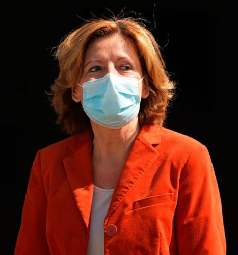 رئيسة وزراء ولاية راينلاند الألمانية مالو دريير وكمامة من مصاصة القصب لمواجهة فيروس «كورونا»