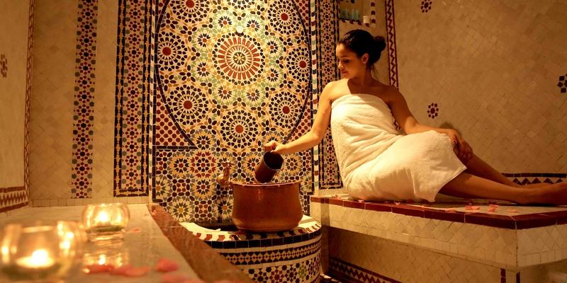 """""""الحمام المغربي""""لا يستغنين عن طقوسه مهما كلف الأمر.. نساء يخرقن الحظر ويتحايلن على القانون من أجله"""