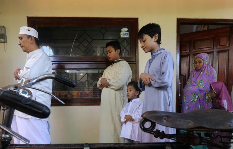 كورونا ينغص على المسلمين عيدهم ويمنحهم نصف فرحة، والشيعة منقسمون هذه المرة