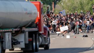 مظاهرات عنيفه في 40مدينة أمريكية لليوم السادس وكورونا: تحديات السياحة في أوروبا ومحاولات تعقب الوباء إلكترونيا في بريطانيا