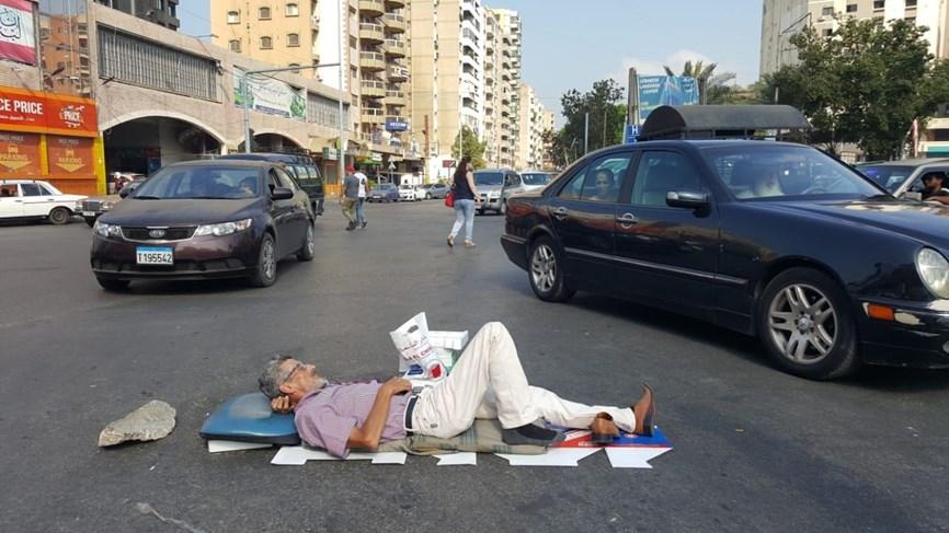 لبنان:خيّط فمه وأضرب عن الطعام منذ اشهر..