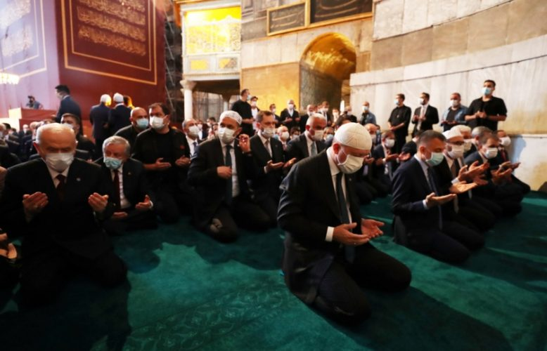 آيا صوفيا: أول صلاة جمعة بعد تحويله من متحف إلى مسجد