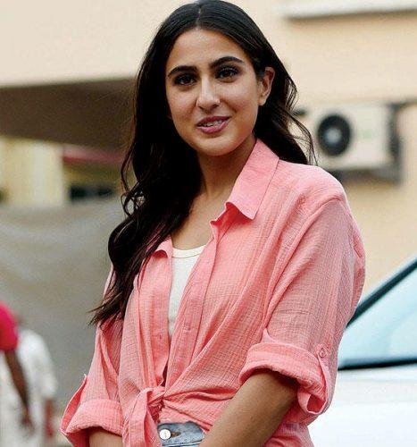 نجمة بوليوود سارة علي خان أثناء الترويج لفيلمها «كولي 1»  (أ.ف.ب)