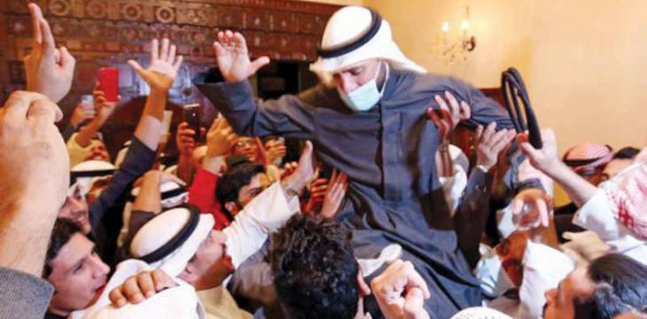 صحف اليوم:التغيير يجتاح برلمان الكويت وماكرون يرفض ربط مبيعات السلاح بحقوق الإنسان في مصر، والبابا فرانسيس يزور العراق بعد ثلاثة أشهر