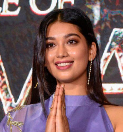 الممثلة الهندية ديجانجانا سوريافانشي خلال حفل الترويج لفيلمها «معركة بهيما كورجاون»