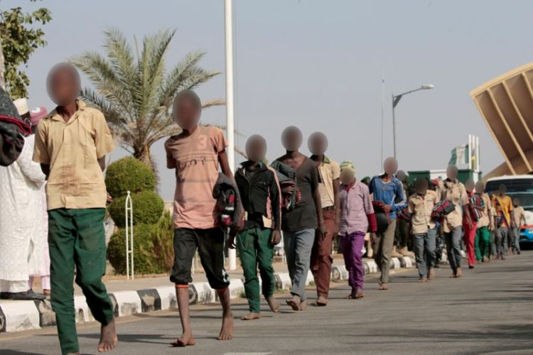 صحف اليوم:التلاميذ النيجيريين المختطفين يعودون إلى عائلاتهم وليفاندوفسكي يفوز بجائزة أفضل لاعب في العالم وسوني تستعيد نسخ لعبة