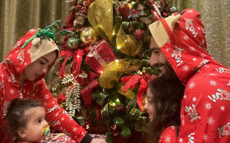 """ارتدى مع زوجته وطفليه زي بابا نويل.. هكذا احتفل محمد صلاح بالـ """"كريسماس"""""""