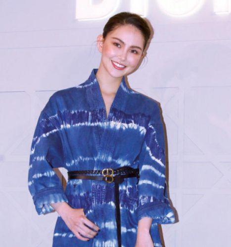الممثلة هانا كوينليفان في حفل افتتاح «متجر ليدي ديور» في تايبيه بتايوان