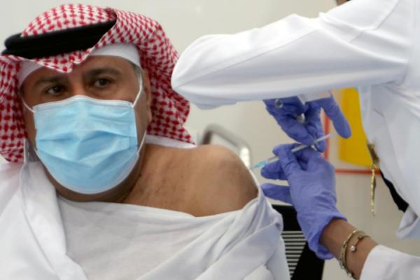 توزيع اللقاحات :الدول العربية الغنية بدأت بالتطعيم، والمتوسطة تنتظر دورها، والأفقر لا يُعرَف مصيرها بعد