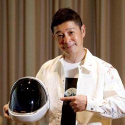 ملياردير ياباني يختار 8 أشخاص من العالم في رحلته إلى القمر قد تكون بينهم