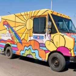كندا تكافح كآبة «كورونا» بألوان مركبات البريد