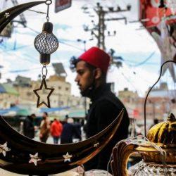 """التطعيم خلال رمضان ولبنان يواجه""""خطر الانهيار"""" مع تفاقم التضخم وغادرت السودان بحثا عن النجاح"""
