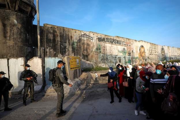 """صحف:إيران ترفع تخصيب اليورانيوم و""""الدنمارك ترحل اللاجئين السوريين""""شهادات تلقيح للراغبين في السفر والإجراءات الاسرائيلية في مدينة القدس"""