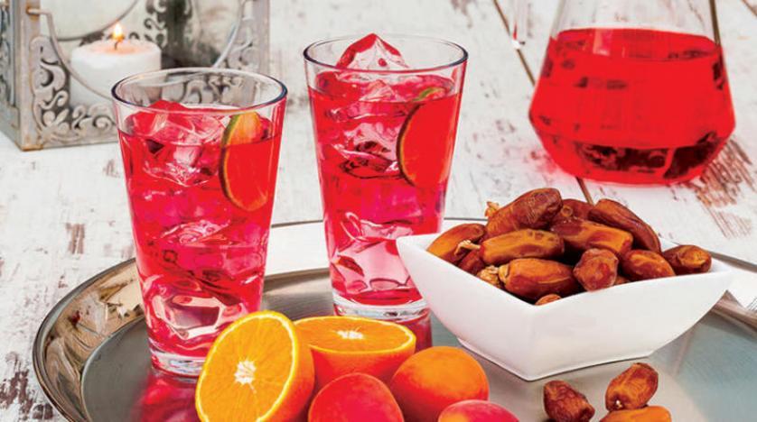 لكل منطقة عصيرها ومشروبها الرمضاني المفضل «الجلاب» و«الخروب» و«البرتقال» أشهرها