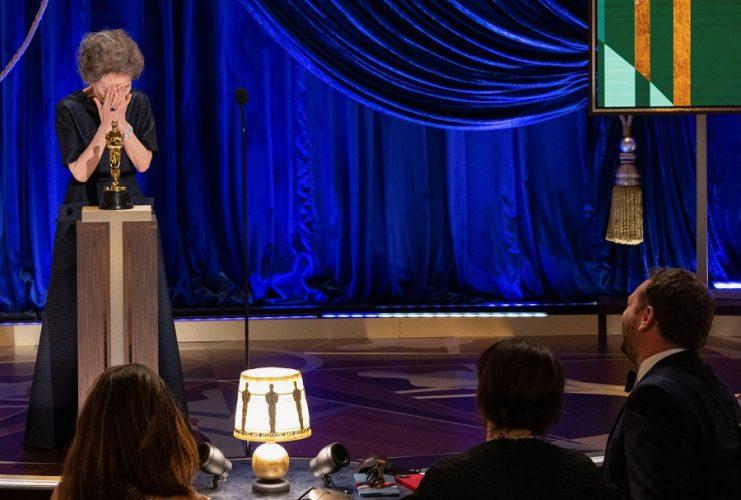النساء يتصدرن الأوسكار هذا العام.. تعرف على أبرز الفائزين بالحفل الاستثنائي الذي أقيم بمحطة قطار