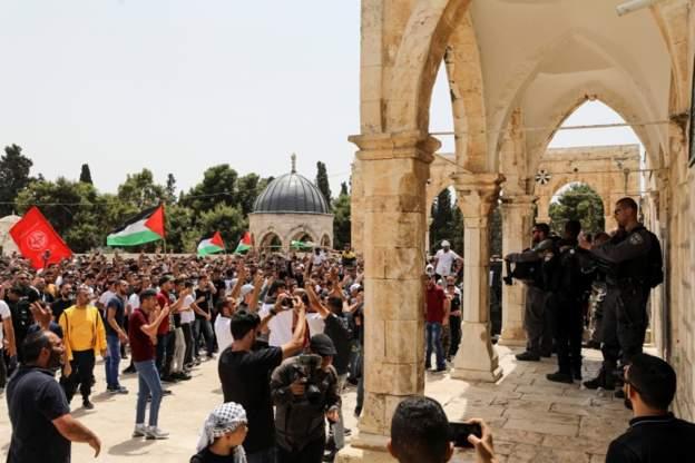 صحف:قوات الاحتلال تقتحم الأقصى وتعتدي على الفلسطينيين.. واعتقالات في الضفة،كورونا:العدد الفعلي للوفيات قد يصل إلى 8 ملايين وفاة