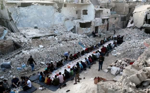 """صحف:الصراع في سورية أسفرعن مقتل نحو نصف مليون شخص والإمارات توقع اتفاقا ضريبيا مع إسرائيل والانتخابات الرئاسية الإيرانية: """"الحرية ليست سلعة غربية"""""""