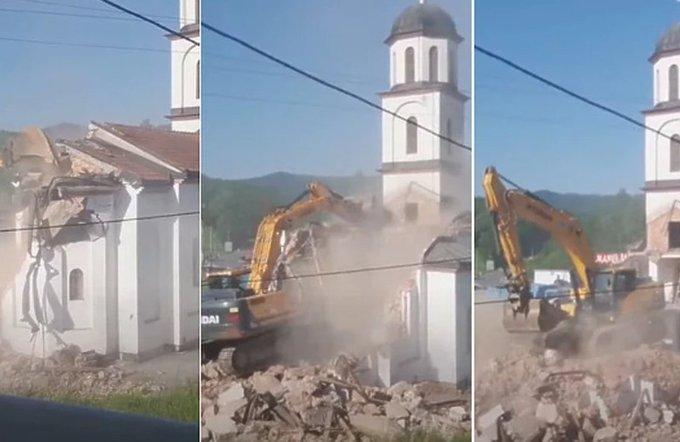 مسلمة تزيل كنيسة من فناء منزلها بعد 21 عاماً.. فاطمة التي هربت من مذابح البوسنة وعادت لاستعادة بيتها