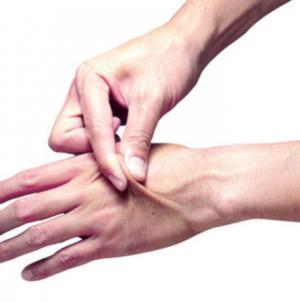 اختبار «قرصة الجلد» سيخبرك ما إذا كنت تعاني من الجفاف