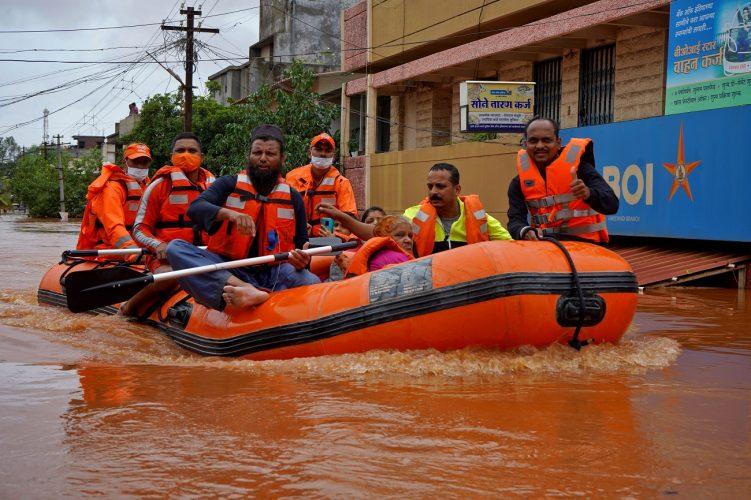 صحف:هل الاتفاق العراقي اللبناني سيخرج لبنان من المأزق؟ وأفغانستان تفرض منع التجول و 125 قتيلاً في الهند بسبب الأمطار!