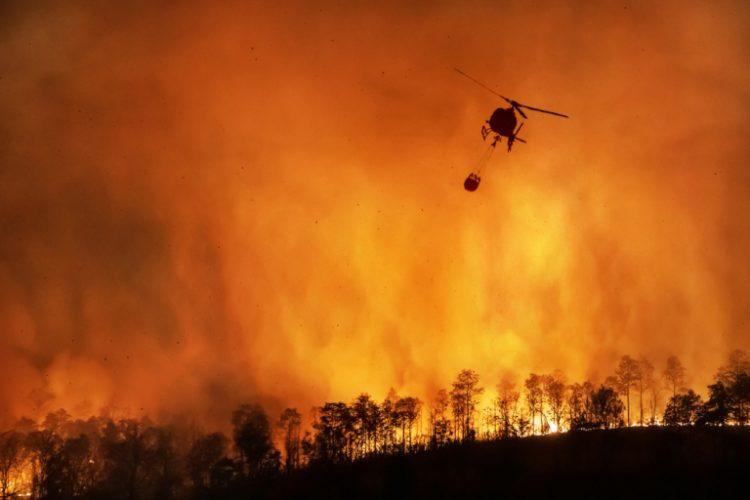 حرائق الغابات والفيضانات تثيران الذعر حول العالم.. هل فات أوان التحكم في التغير المناخي؟