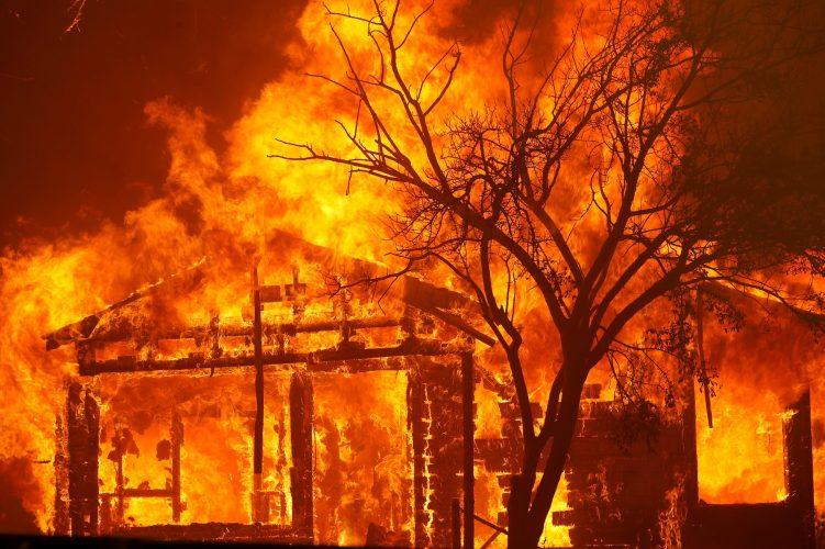 بعدما تحولت لظاهرة موسمية.. 5 نصائح لحماية عائلتك من استنشاق دخان حرائق الغابات