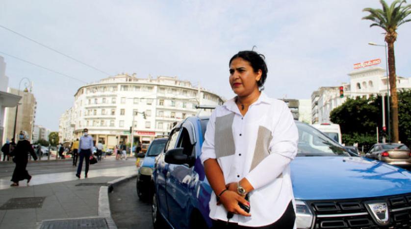 سائقة سيارة أجرة في الرباط تتحدى التقاليد