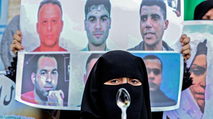 صحف:القوات الإسرائيلية تقتحم سجن عوفر وتنقل 60 معتقلا من الجهاد إلى سجون مختلفة وجنوح سفينة في قناة السويس وتعويمها،