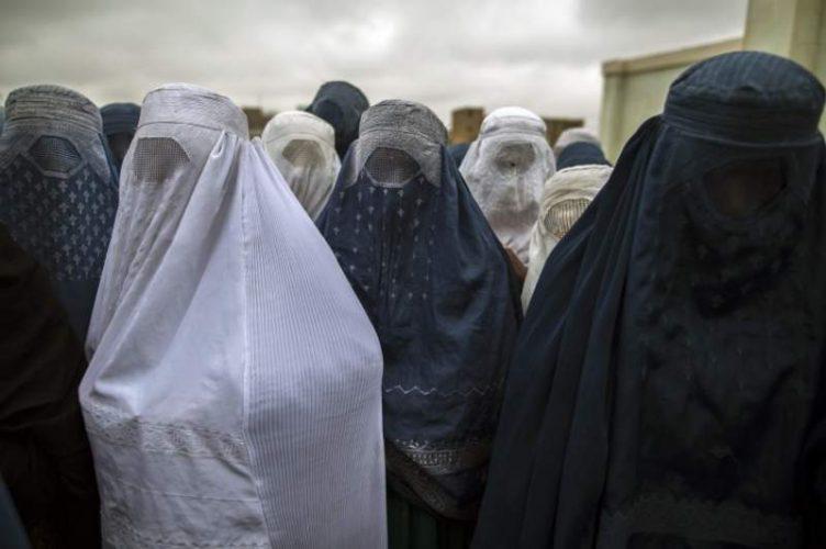 """صحف:حد قطع اليد والإعدام يستأنف في أفغانستان لـ """"ضرورات أمنية""""، وفي مصر حظر دخول العاملين غير"""