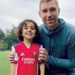 زين... أصغر لاعب كرة قدم في {أكاديمية آرسنال}